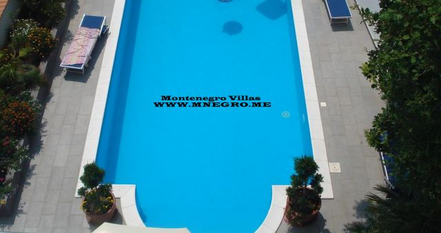 MONTENEGRO_VILLA_swimm-pool