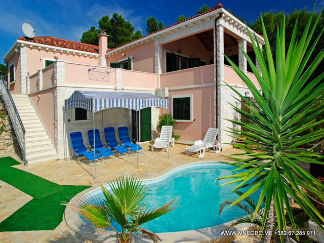 CRO132 Beach Villa With PRIVATE Swimming Pool Stylish 3